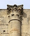 Arles, arena, 09 capitello.jpg