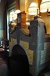 foto van Schuin in de rooilijn staand pand, waarin gehuisvest de Herenkamer, onder afgeplat schilddak met leien gedekt, opgetrokken in baksteen, afgewisseld met natuurstenen blokken en banden, in een mengvorm van neo-Renaissance en Jugendstil