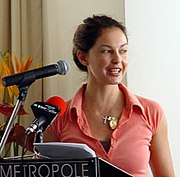 Judd, as YouthAIDS Global Ambassador, speaks at an event in South Africa (January 2005)