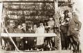 Atatürk Fevzi Çakmak ve yabancı ülke temsilcileriyle at yarışlarını izlerken, Ankara, 4 Aralık 1921.png
