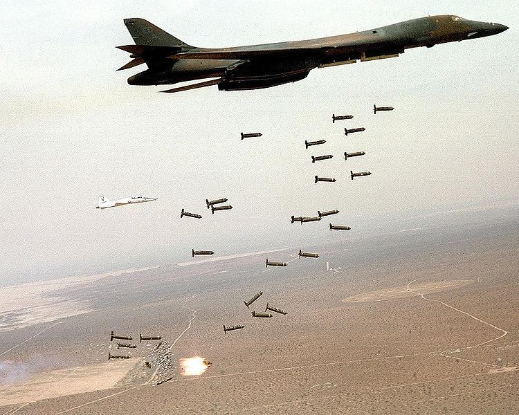 Датотека:B1-B Lancer and cluster bombs.jpg