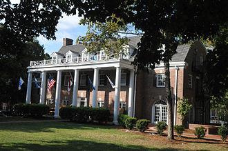 Beta Theta Pi Fraternity House (Chapel Hill, North Carolina) - Beta Theta Pi Fraternity House, March 2007