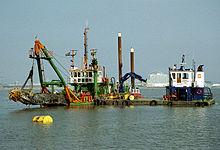 Bay dredger (2051716933) .jpg