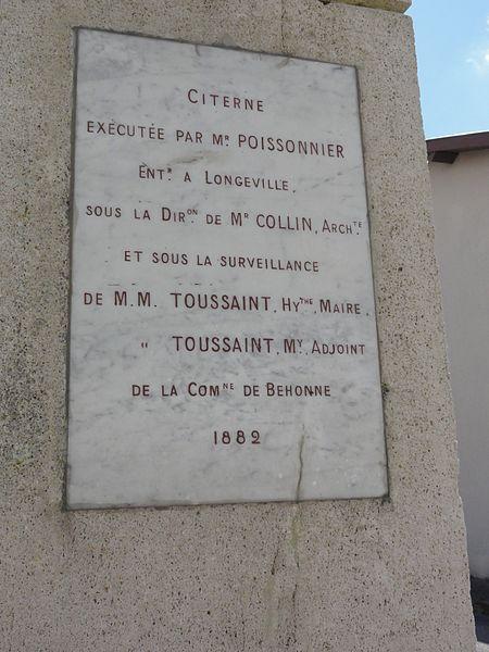 Behonne (Meuse) fontaine (citerne 1882) plaque