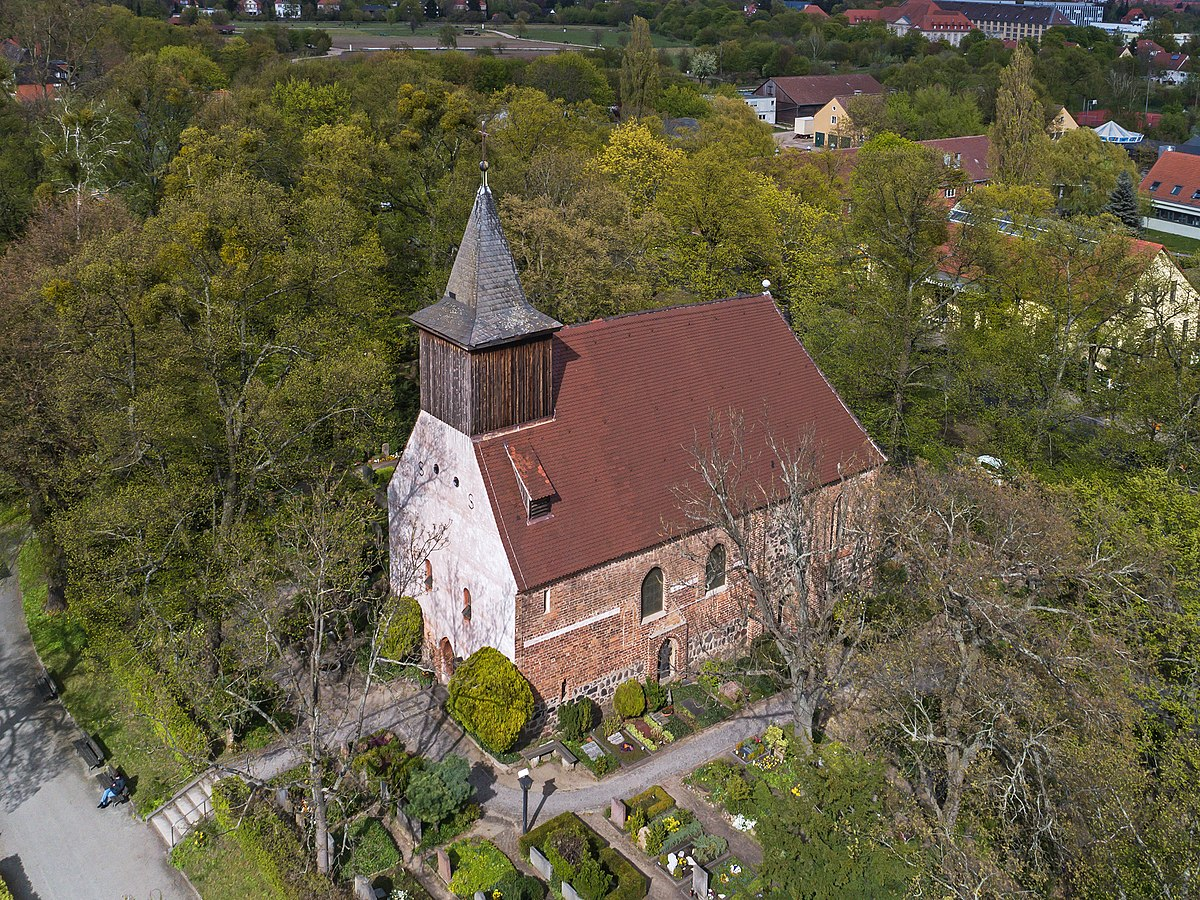 Berlin Dorfkirche Dahlem UAV 04-2017.jpg