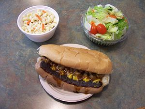 English: Bill Gray's white hot dog, macaroni s...