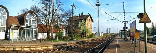 Bobenheim Roxheimer Bahnhof auf Bahnsteig zu Gleis 2 Richtung Ludwigshafen 18.4.2008