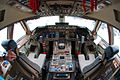 Boeing 747-8I flight deck Beltyukov.jpg