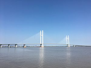 Boundary River Highway Bridge of Sino-Korean Yalu River.jpg