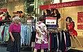 Bundesarchiv B 145 Bild-F088826-0009, Bonn, Sommerschlußverkauf.jpg