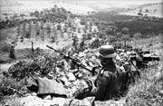 Bundesarchiv Bild 101I-303-0554-28, Italien, Soldat in Stellung