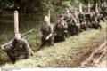 Bundesarchiv Bild 101I-731-0388-20, Frankreich, nach der Invasion, Infanteristen Recolored.png