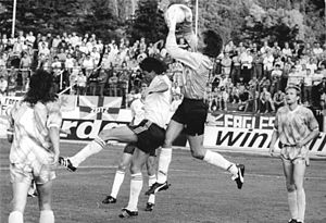 Jens Kunath - Kunath catches the ball in a NOFV-Oberliga match against Carl Zeiss Jena in 1990