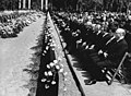 Bundesarchiv Bild 183-F0711-0024-001, Langenweddingen, Eisenbahnunglück, Beerdigung.jpg