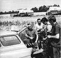 Bundesarchiv Bild 183-L0721-0003, Versorgungswagen für Erntearbeiter.jpg