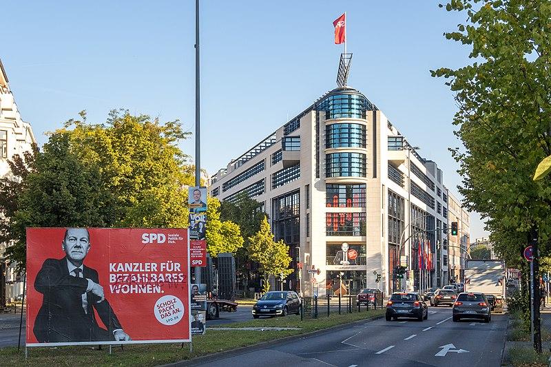 File:Bundestagswahl 2021 - Berlin, Willy-Brandt-Haus.jpg