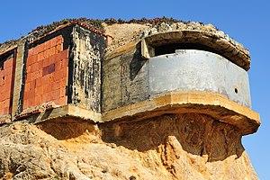 Devil's Slide (California) - Image: Bunker at devils slide california