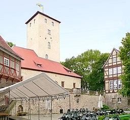 Innenhof Burg Warberg Foto aufgenommen von Benutzer de:Benutzer:Axel Hindemith, Juni 2006