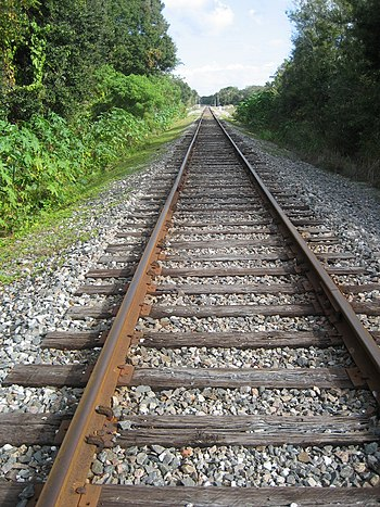 English: Looking east along CSX Railroad track...