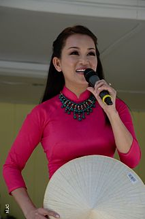 Hương Thủy (singer)