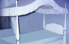 Modern canopy beds[edit] & Canopy bed - Wikipedia