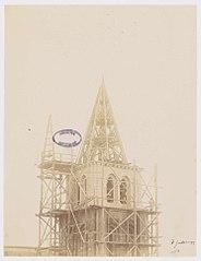 Photographie de la partie haute du clocher de la cathédrale de Laval