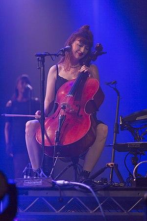 Cellist Alana Henderson at Byron Bay Bluefest.jpg