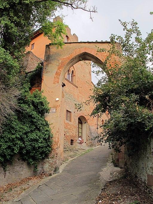 Certaldo Alta, Porta Alberti