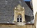 Château de Lion-sur-Mer. Lucarne du pavillon, côté est.jpg