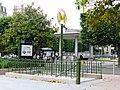 Charenton-ecoles metro eglise.JPG