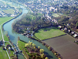 An aerial view of Choisy-au-Bac and the Aisne river