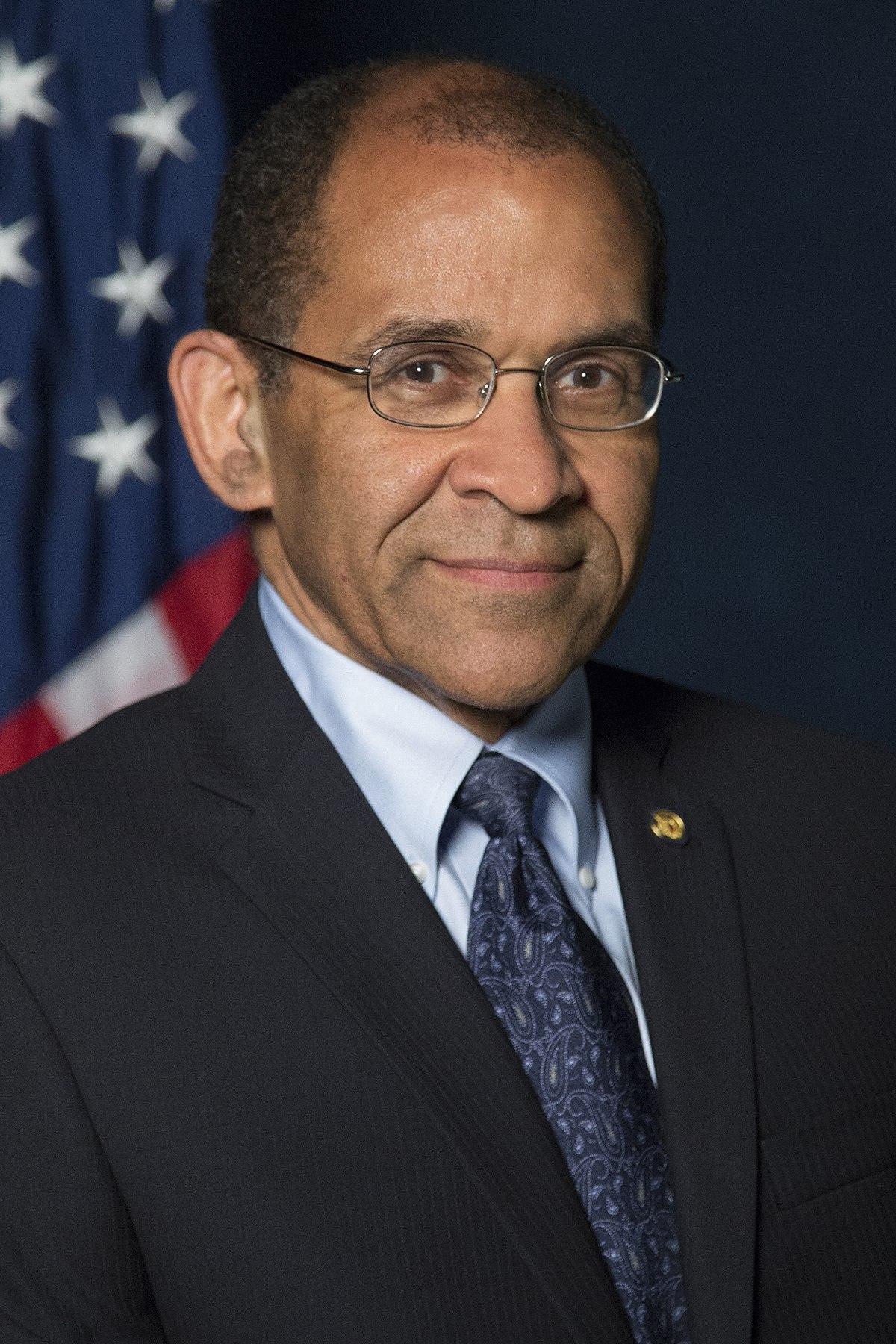Ntsb >> Christopher A. Hart - Wikipedia