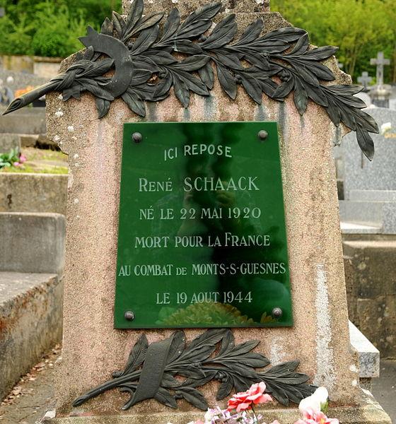 Tombe de René Schaack (1920-1944), Mort pour la France, au cimetière d'Ottange.