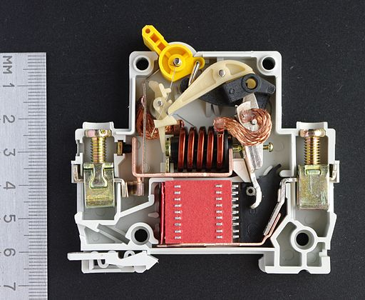 Inside a Circuit Breaker :: Structure OFF