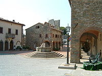 Civitella in Val di Chiana, piazza principale.jpg
