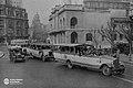 Colectivos bañaderas en Plaza de Mayo.jpg