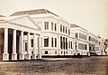 Collectie NMvWereldculturen, TM-60004940, Foto, 'Het Hooggerechtshof en het Paleis van Daendels aan het Waterlooplein te Batavia', fotograaf toegeschreven aan Woodbury & Page, 1857-1872.jpg