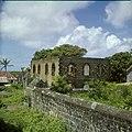 Collectie Nationaal Museum van Wereldculturen TM-20030084 Ruines van de Joodse synagoge Honen Dalim Sint Eustatius Boy Lawson (Fotograaf).jpg