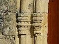 Couze-et-Saint-Front église St Front portail chapiteaux.JPG