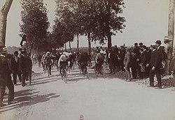 Départ de la première étape du premier Tour de France (Villeneuve-Saint-Georges 1903).jpg