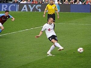 Danny Murphy (footballer, born 1977) - Murphy converts a penalty kick against Aston Villa on 9 May 2009.