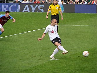 Danny Murphy (footballer, born 1977) - Murphy converts a penalty kick against Aston Villa on 9 May 2009.