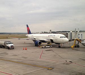 Des Moines International Airport - Delta Air Lines A320 parked at gate C1