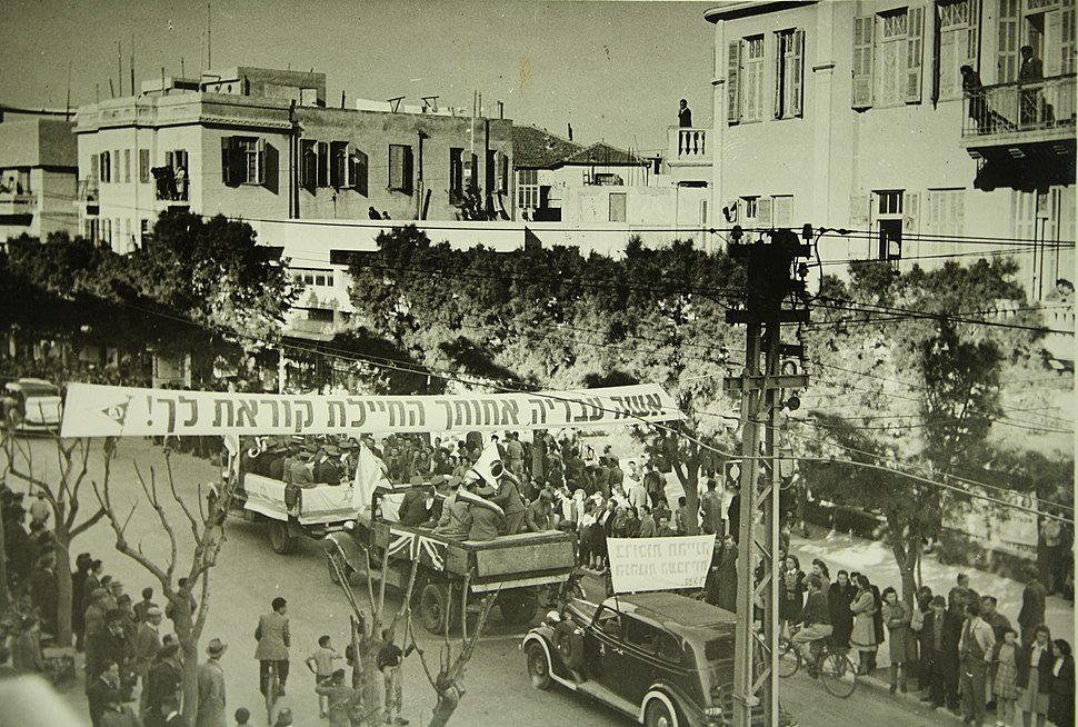 Demonstration in Tel Aviv for the British army recruiting during World War II H ih 047