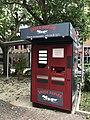 Distributeur automatique de pizzas dans une rue de Privas.JPG