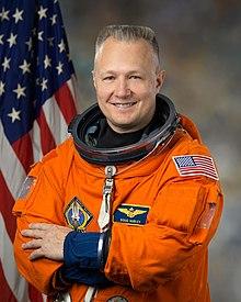 Patch astronaute  220px-Douglas_Hurley