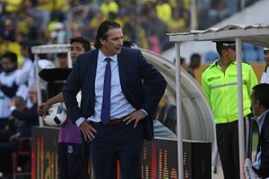 ECUADOR VS CHILE - Juan Antonio Pizzi (29864185320).jpg