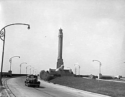 The Toronto entrance to the QEW and the Queen Elizabeth Way Monument in 1940.
