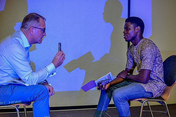 Erik Bolinder interviewing a participant at the Wikimaster conference in Lagos, Nigeria.jpg