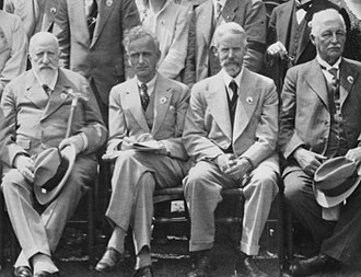 Erwin Stresemann - Stresemann (second from left) in 1934 at the International Ornithological Congress at Oxford